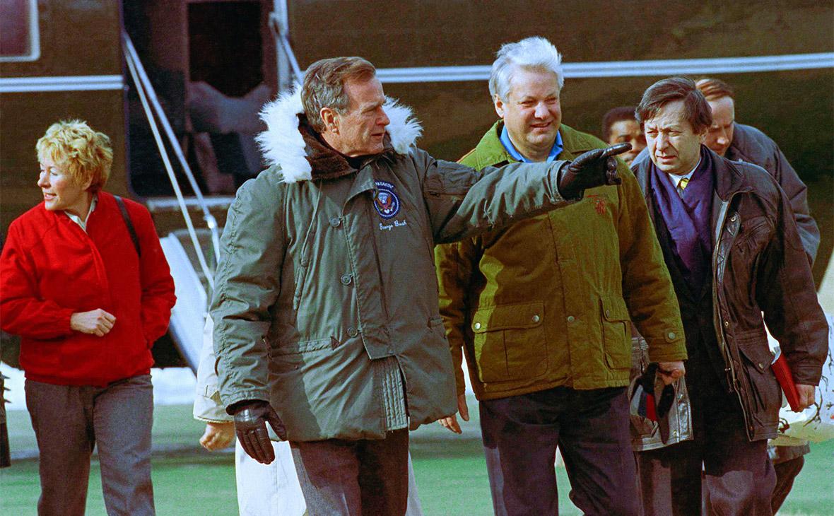Джордж Буш и Борис Ельцин (слево направо) обсуждают проект«Звездные войны»