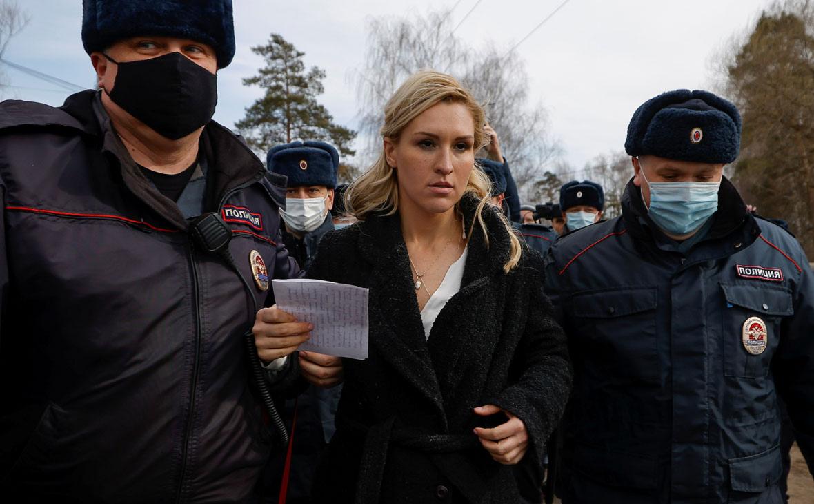 Анастасия Васильева (в центре)