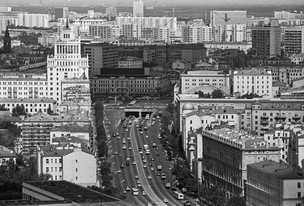 Вид на Садовое кольцо у площади Маяковского. 1976 год