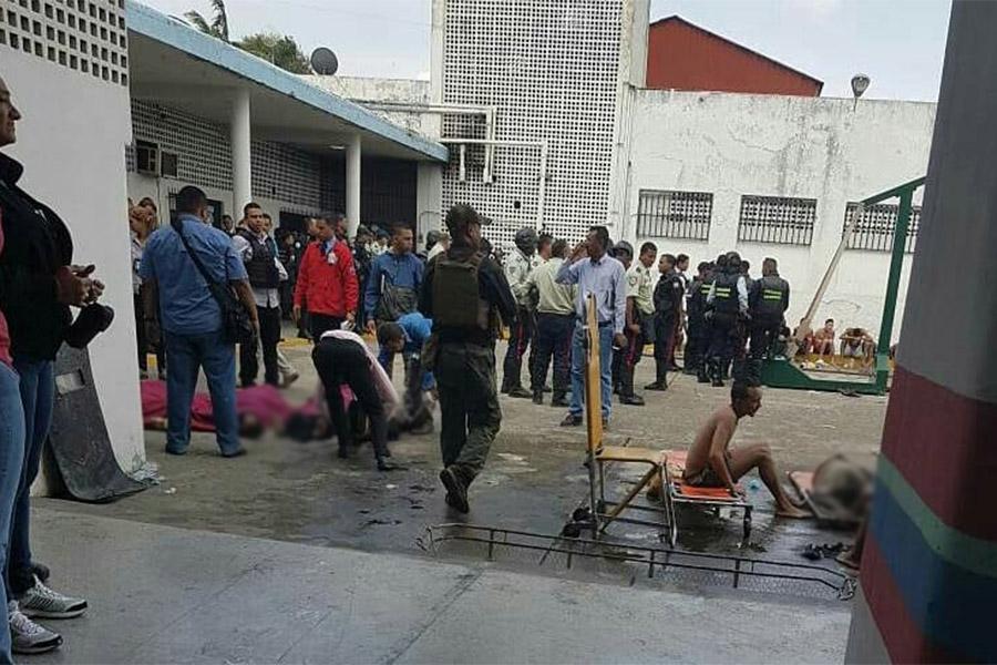Генеральный прокурор Венесуэлы Тарек Уильям Сааб заявил, что власти страны назначили четырех прокуроров, чтобы расследовать обстоятельства «этого драматического события»