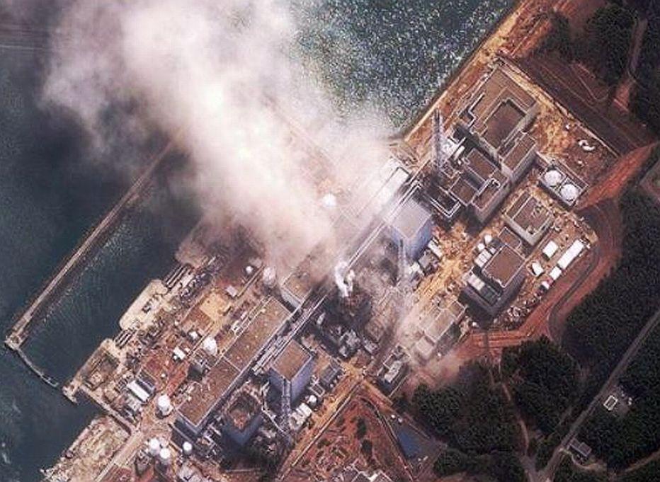 Взрыв на Фукусима-1, вид сверху