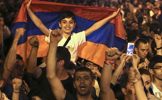 Жители Армении на акции против повышения цен на электричество