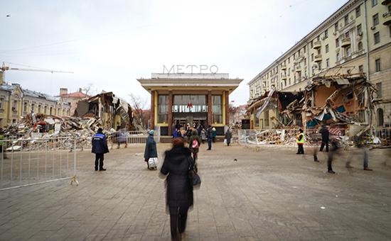 Вход настанцию метро «Чистые пруды», гдепроводится снос торговых павильонов, признанных самостроем