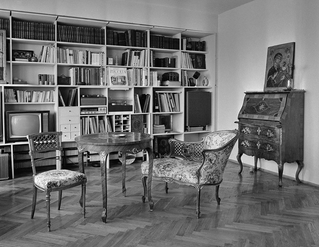 Один извариантов расстановки мебели вдвухкомнатной квартире планировкиГ. Я. Чалтыкьяна—главного архитектора 3-й мастерской «Москпроекта-I». 1 декабря 1969 года