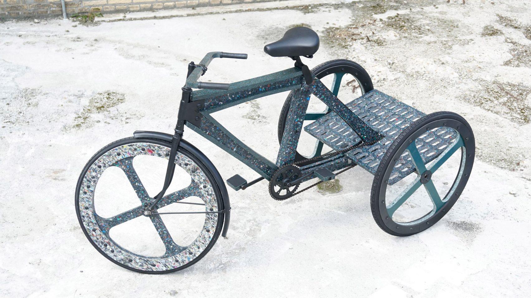 Велосипед, сделанный из переработанных бутылок