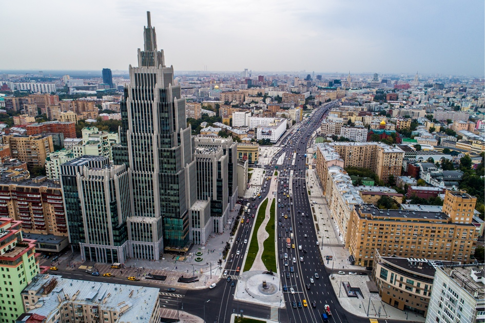 Вид на многофункциональный комплекс «Оружейный» и Садовую-Каретную улицу