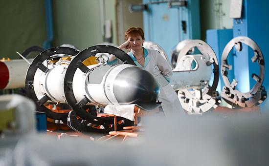 Сотрудница предприятия ОАО«Корпорация «Тактическое ракетное вооружение» водном изцехов вподмосковном Королеве