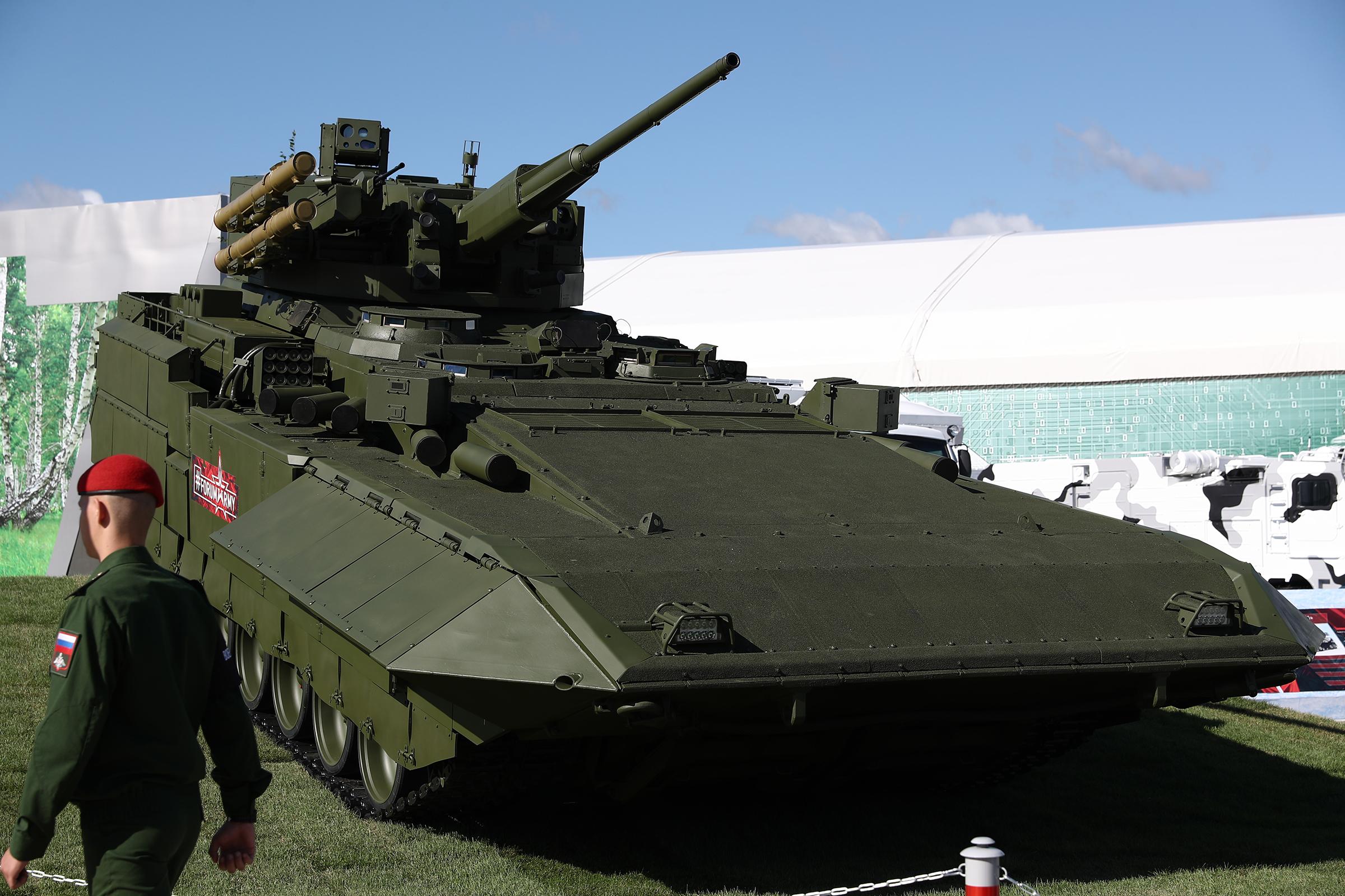Разработанный в ЦНИИ «Буревестник» боевой модуль для БМП Т-15 на платформе «Армата» оснащен орудием калибром 57мм (ранее Т-15 был оснащен орудием калибром 30 мм), сверхзвуковыми противотанковыми ракетами «Атака» и пулеметом калибром 7,62 мм
