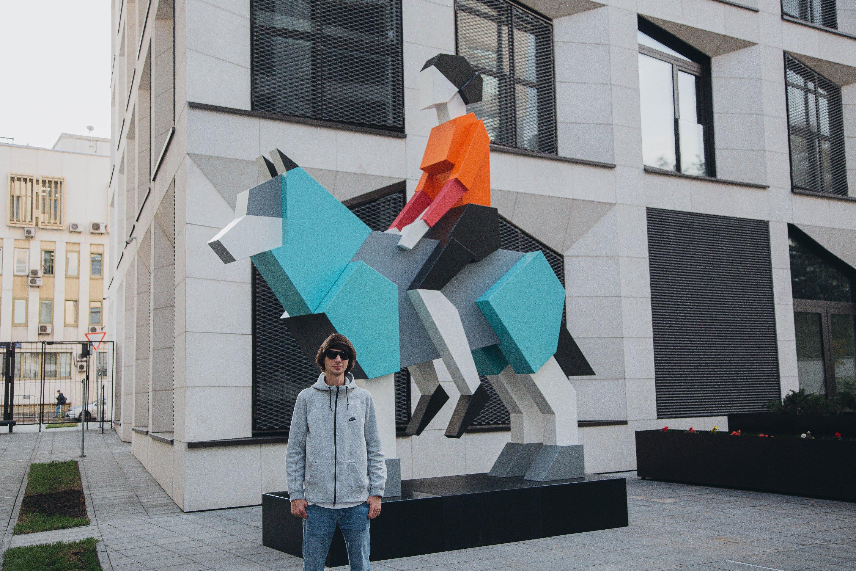 Дмитрий Аске и скульптура «Хранитель»