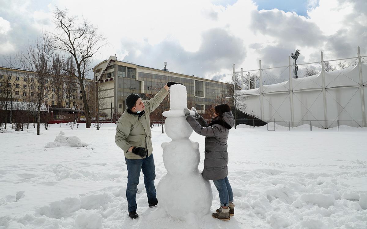 Синоптик спрогнозировал срок таяния снега в Москве