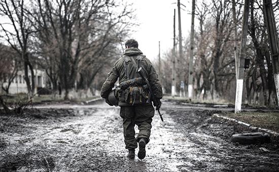 Ополченец Донецкой народной республики (ДНР) в селе Широкино Донецкой области. Архивное фото
