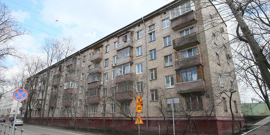 Кирпичная пятиэтажка серии 1-511 наНижней улице вМоскве