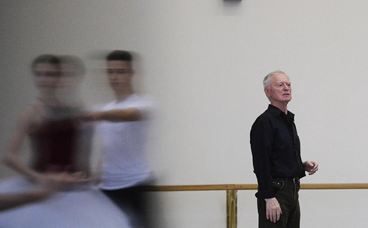 Владимир Никонов (справа)
