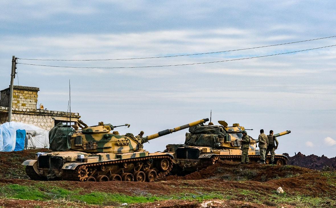 Танки турецкой армии, размещенные на востоке Идлиба