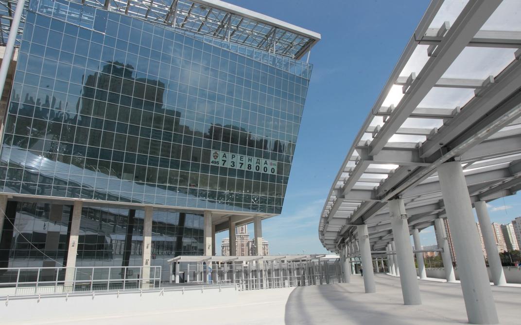 Арендаторы могут выбирать офисы площадью от 270 кв. м до 19 тыс. кв. м. Также в «ЦСКА Арене» открыта продажа площадей по цене 300 тыс. руб. за 1 кв. м, говорится на сайте брокерской фирмы Fortex Consulting Group