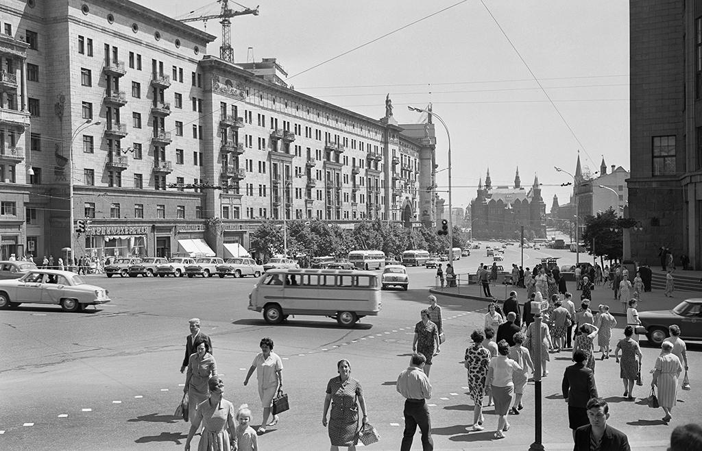 Вид наулицу Горького. 1966 год