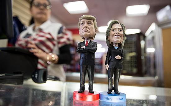 Фигурки сголовами кандидатов впрезиденты США Хиллари Клинтон иДональда Трампа
