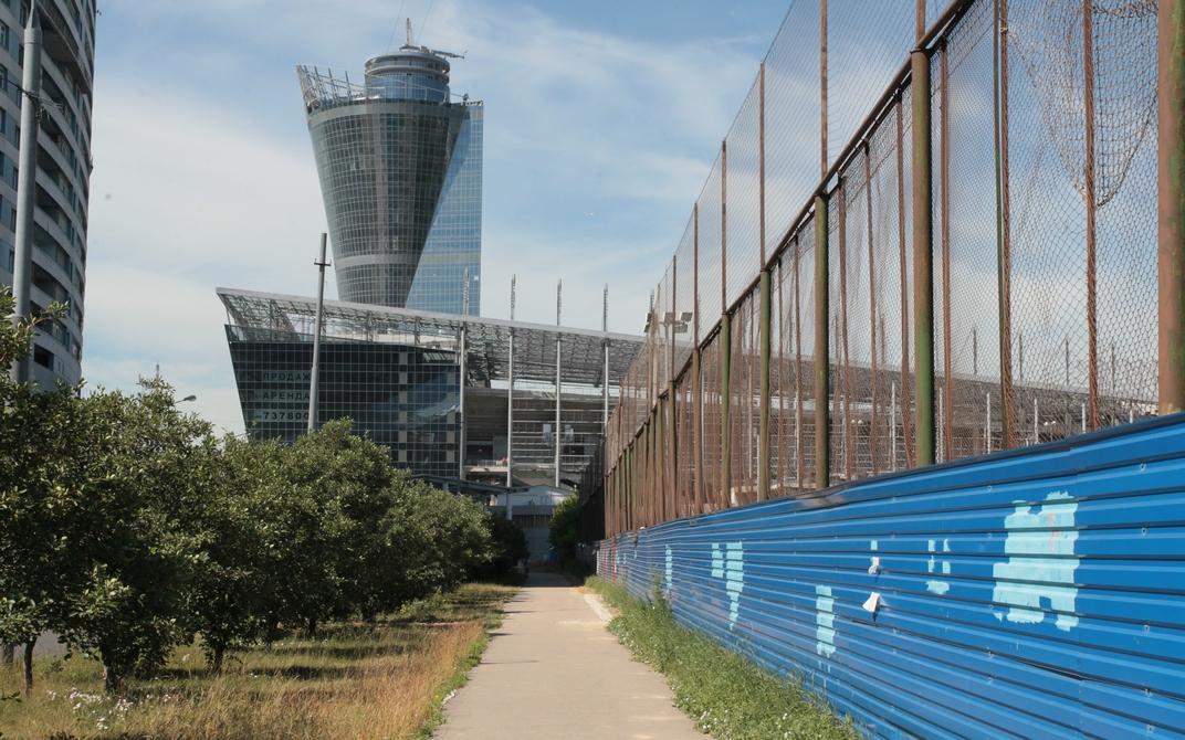 Суммарная площадь офисов в 142-метровой башне составит 20 тыс. кв. м. Арендаторы смогут воспользоваться 1,4 тыс. парковочных мест. Помещения в бизнес-центре уже арендовала школа тенниса и спа-салон, утверждает Fortex Consulting Group
