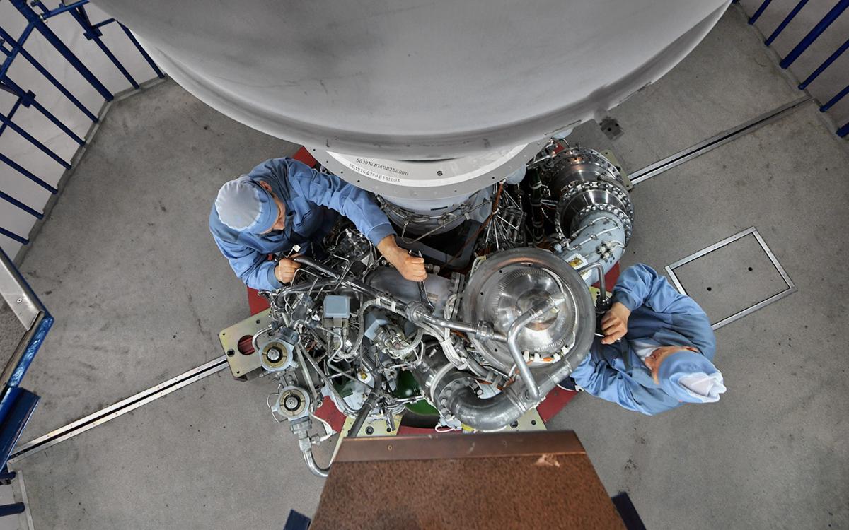 Cборка двигателя РД-180 для ракеты-носителя«Атлас-5»в цехе АО «Научно-производственного объединения энергетического машиностроения имениакадемика В.П. Глушко»,12 апреля 2019 г.