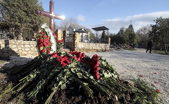 Безымянная могила на Братском кладбище в Севастополе, в которой предположительно похоронен сын бывшего президента Украины Виктор Янукович