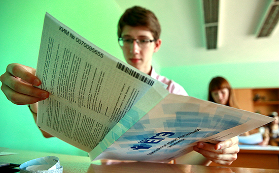 Вскрытие конвертов с заданиями перед началом сдачи единого государственного экзамена (ЕГЭ)