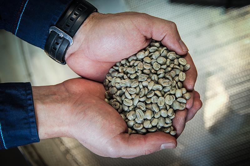 Сейчас компания обрабатывает 350–400 заказов в неделю, каждую пятницу обжаривая по 700–800 кг кофе
