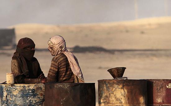 Продажа бензина вселе Аль-Мансура, Сирия