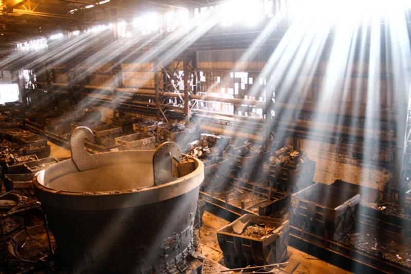 В одном изцехов волгоградского металлургического завода «Красный Октябрь»
