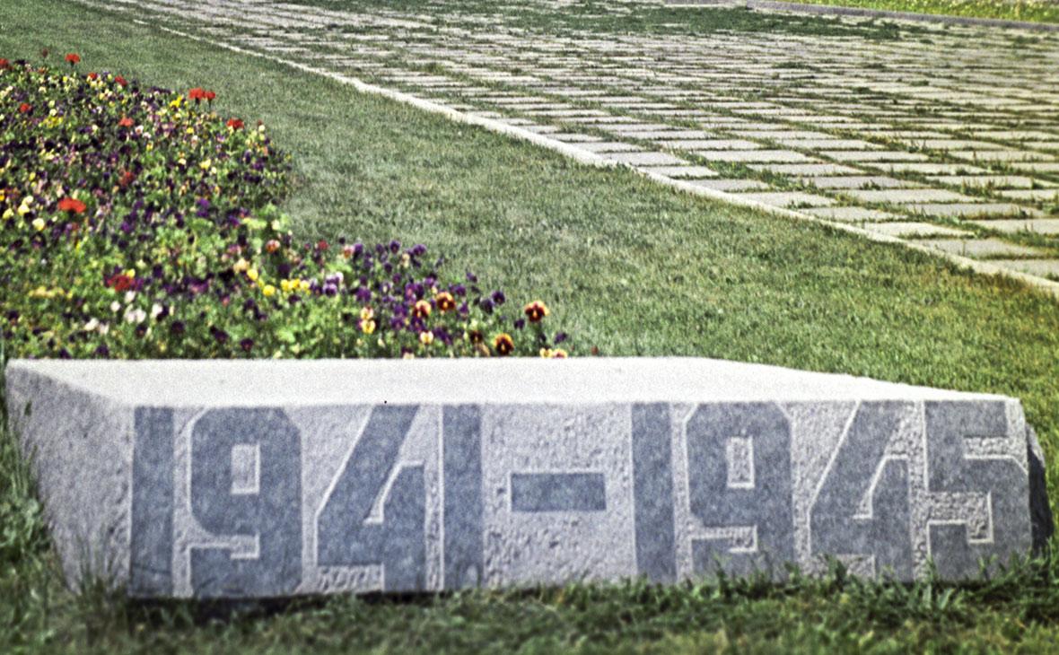 У советских памятников в Литве поставили таблички о несоответствии правде