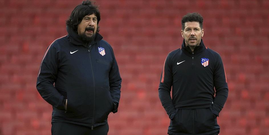 Главный тренер «Атлетико» Диего Симеоне (справа) и его помощник Херман Бургос