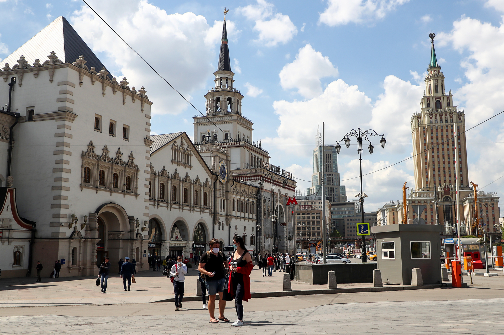 Жизнь рядом с вокзалом — это шум, суета и постоянные потоки людей