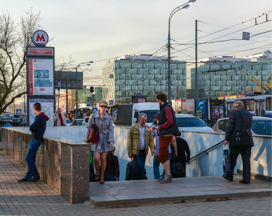 Вход на станцию метро «Войковская»