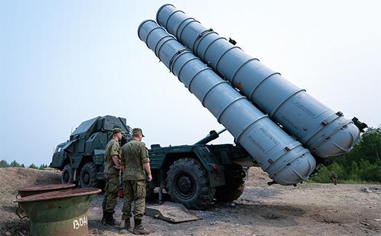 Зенитчики Центрального военного округа вовремя боевых стрельб иззенитно-ракетных комплексов С-300 соединения противовоздушной обороны (ПВО) наполигоне Телемба