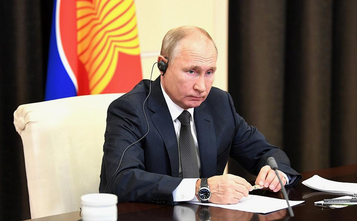 Владимир Путин в режиме видеоконференции выступил на пленарном заседании 15-го Восточноазиатского саммита