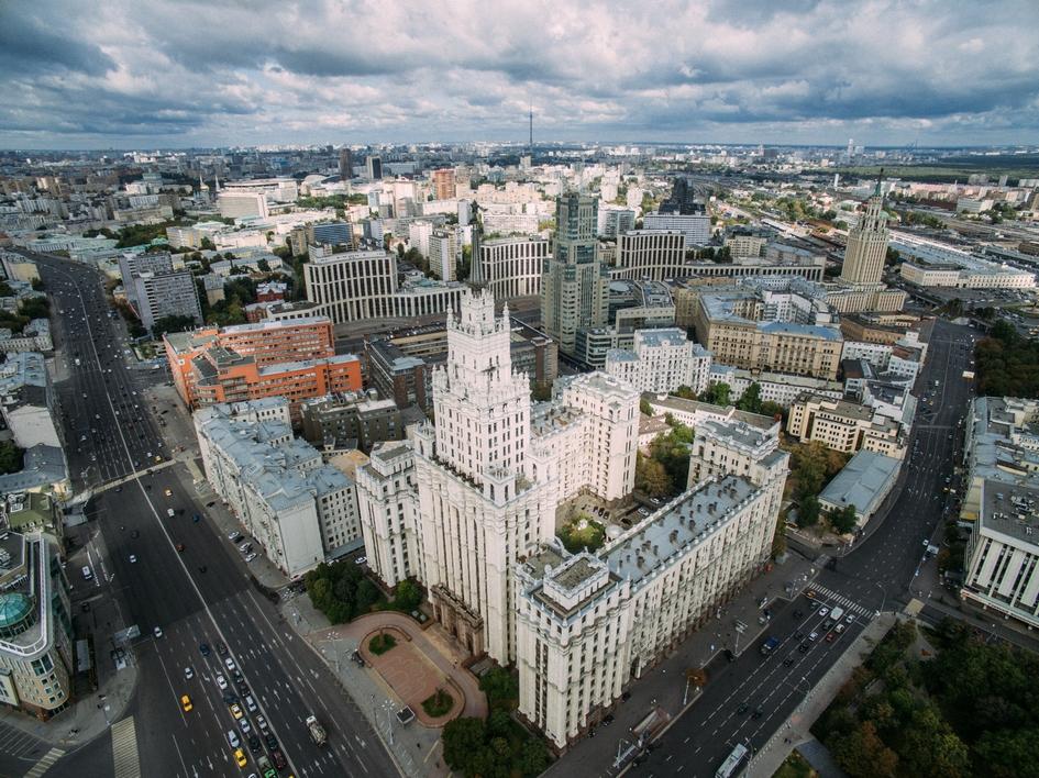Вид на административно-жилое здание на площади Красных Ворот