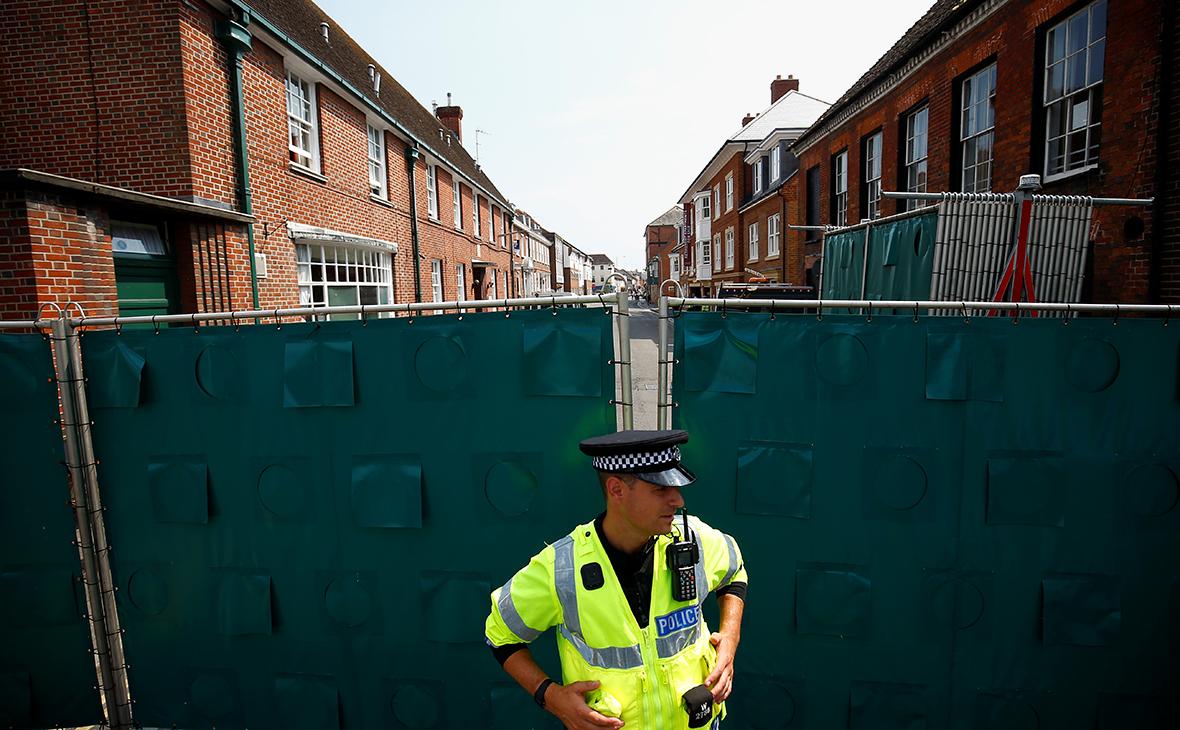 Полицейский около дома Доны Стерджес