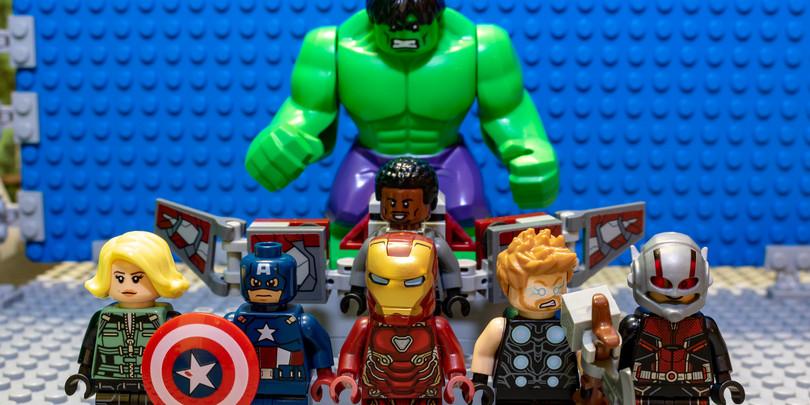 Игрушечные фигурки персонажей из вселенной Marvel
