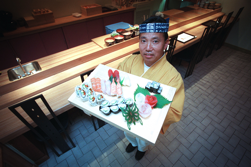 Судя по выданным иностранным поварам квотам, самая популярная в России кухня — китайская. В этом году в России могут работать 3 тыс. китайских поваров и шеф-поваров. Причем преимущественно в Санкт-Петербурге (600 квот). Их конкурентам из Италии выдали только 130 официальных разрешений.