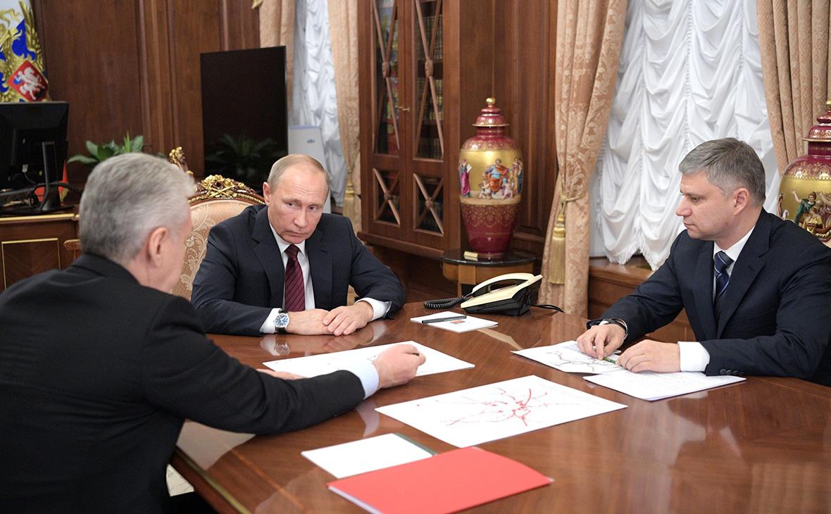 Сергей Собянин, Владимир Путин иОлег Белозеров (слева направо)