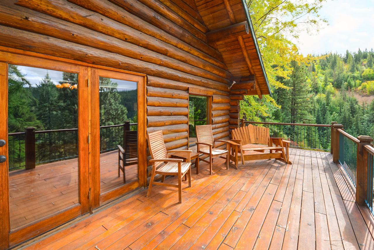 Более дорогие варианты каменных и деревянных домов — из клееного бруса и кирпича