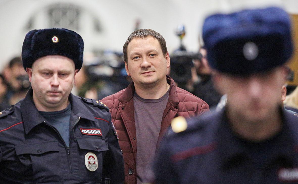 Игорь Ляховец (в центре)