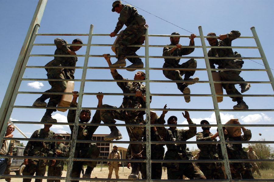 Американские спецназовцы тренируют афганских солдат в Кабуле, 2002 год