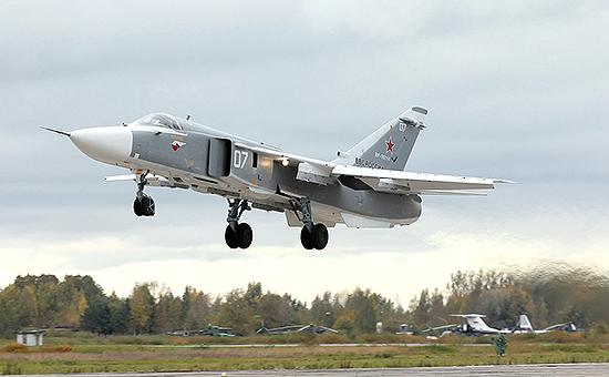 Бомбардировщик Су-24 ВВС России