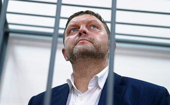 Губернатор Кировской области Никита Белых вовремя рассмотрения ходатайства следствия обизбрании меры пресечения вБасманном суде, 25 июня 2016 года