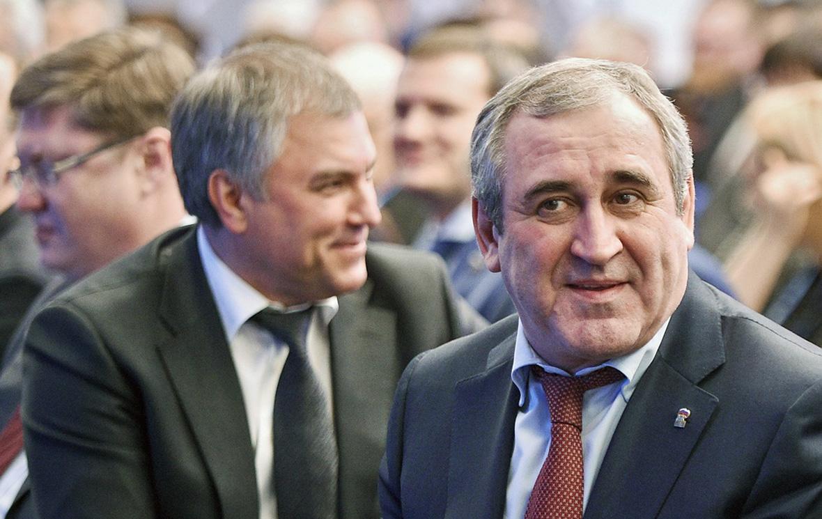 Вячеслав Володин и Сергей Неверов (слева направо в центре)