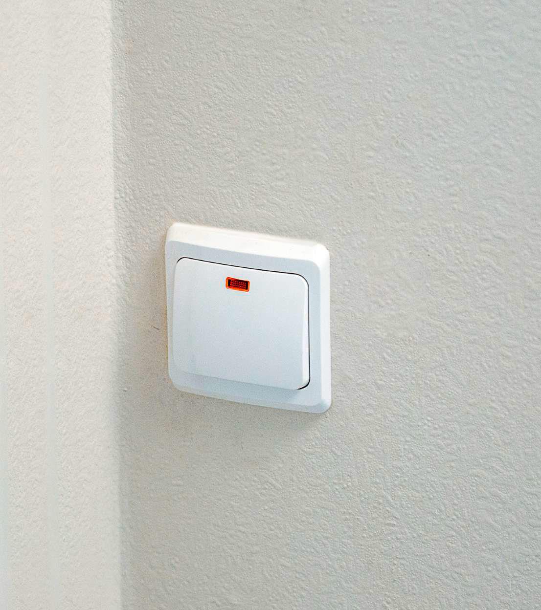 В квартирах будет проведена электрическая разводка сбезопасными выключателями ирозетками, сказано вдокументе