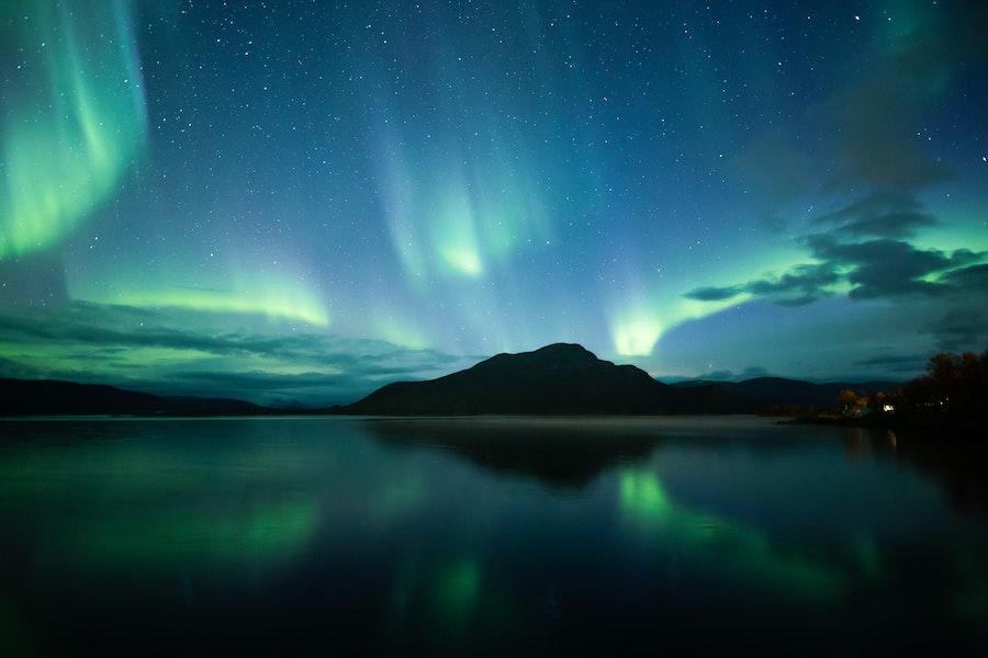 Полярное сияние над озером Кильписъярви, Финляндия