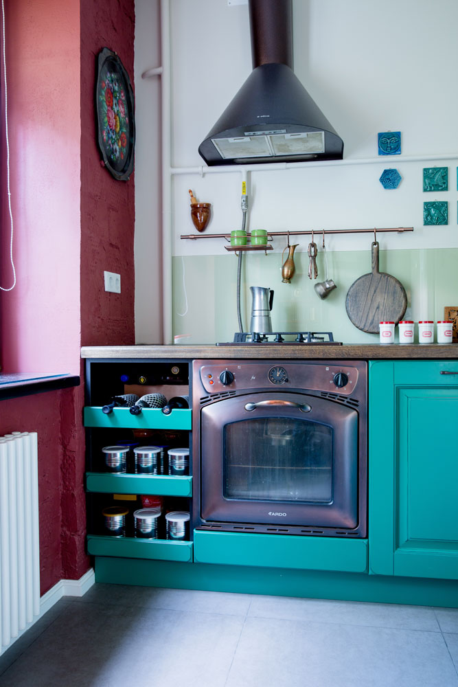 Кухонная мебель выполнена по индивидуальному проекту на заказ