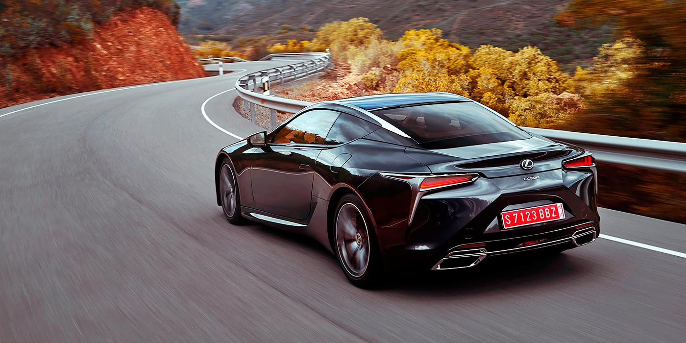 На глобальном рынке Lexus LC предложат и в гибридной версии 350h. В Россию купе будут поставлять исключительно в топовом варианте c 5,0-литровым V8.