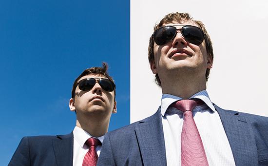 Зарабатывать на сервисе для учета личных финансов Михаилу Попову (справа) помогает его брат Александр